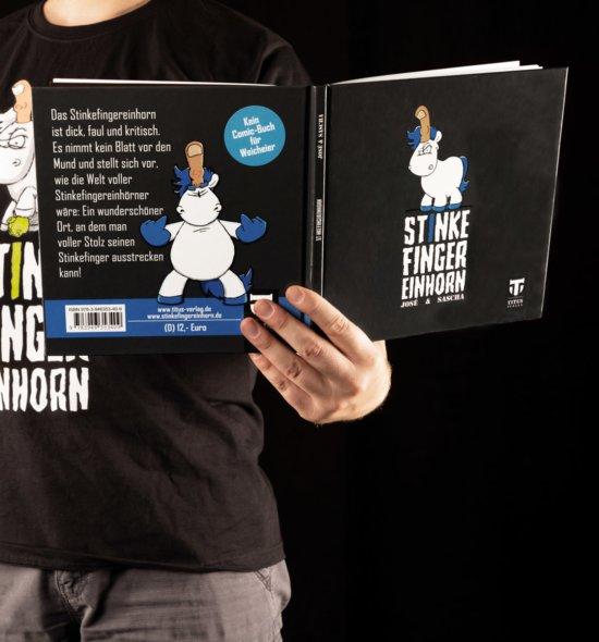 Stinkefingereinhorn Comicbuch wird gelesen